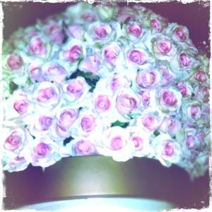 roses_atop_a_giant_vase_baazar